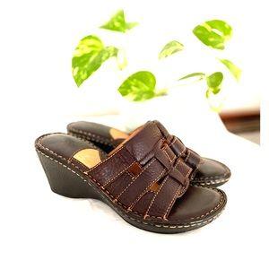 Born Women's Sandal Size 8 Brown